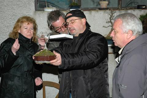 Marec 2008, klubové stretnutie majstrov bonsajového umenia.
