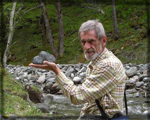 V nedeľu 11. októbra 2015 nás vo veku 67 rokov navždy opustil Vincko Vadovský, výborný bonsajista, skvelý suisekár, guru klubu, ale hlavne náš úžasný kamarát. Vincko, chýbaš nám!